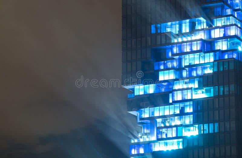 BANGKOK, Thailand 28 AUGUSTUS: Licht toon bij Mahanakhon-de bouw van de langste bouw van Thailand op 28 AUGUSTUS, 2016 in Bangkok stock foto
