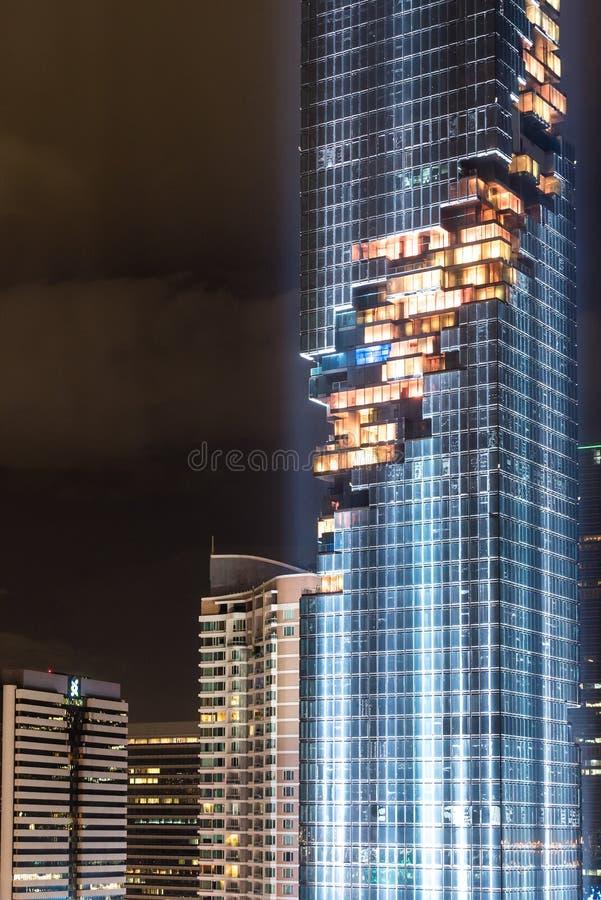 BANGKOK, Thailand 28 AUGUSTUS: Licht toon bij Mahanakhon-de bouw van de langste bouw van Thailand op 28 AUGUSTUS, 2016 in Bangkok stock afbeelding