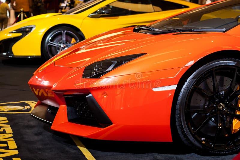 BANGKOK, THAILAND - AUGUSTUS 7: Nieuw Lamborghini wordt getoond in Siam Paragon op 7,2015 Augustus in Bangkok, Thailand stock foto
