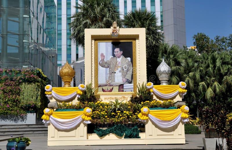 Bangkok, Thailand: De Hulde van Bumibhol van de koning stock afbeelding