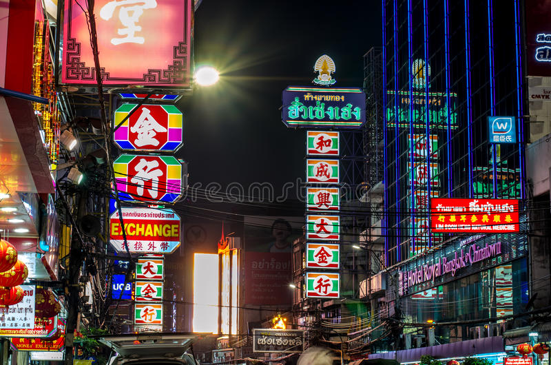 Bangkok, Thailand - Dec 10 : Busy Yaowarat Road in the evening royalty free stock photography