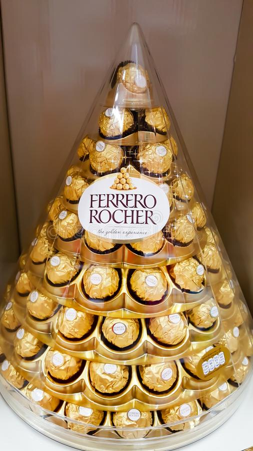 Free BANGKOK, THAILAND - DECEMBER 14, 2017: Ferrero Rocher, A Chocolate And Hazelnut Confectionery That Are Arranged For Sale During N Royalty Free Stock Photography - 117050987