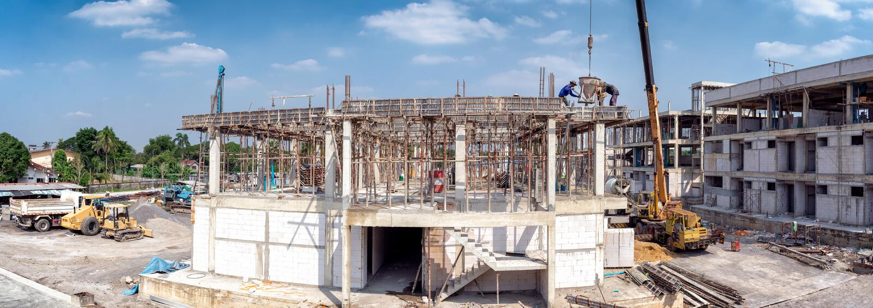 BANGKOK, THAILAND - DECEMBER 23: Construction work proceeds in Chao Sua Plaza on Petchkasem 69 in Bangkok on December 23, 2018. stock image