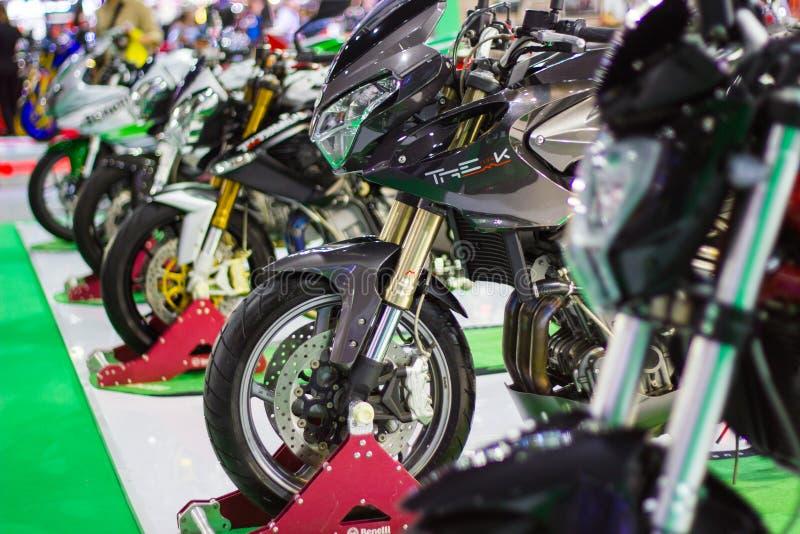 Bangkok THAILAND:: - December 8, 2017: - Framdelen av motorcykeln 'Benelli motorcykel 'på motorcykelshowen arkivbild