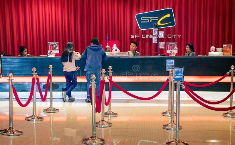 BANGKOK, THAILAND - DECEMBER 16: Twee niet geïdentificeerde klanten purc royalty-vrije stock foto