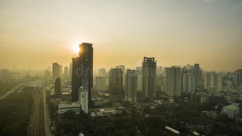 BANGKOK THAILAND - DECEMBER11,2016: Vogelperspektive von Sonne steigendes a stockbilder