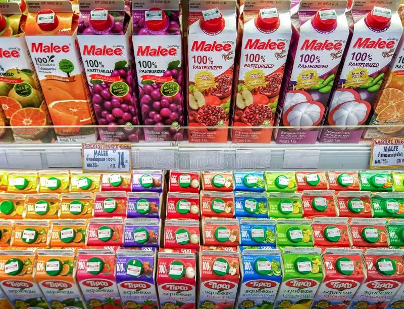 BANGKOK THAILAND - FEBRUARI 24, 2018 - fruktsaftlådor från Malee arkivfoton