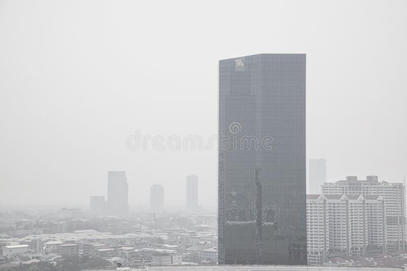 BANGKOK THAILAND - FEBRUARI 7, 2017: Bangkok horisont med luftförorening arkivfoton