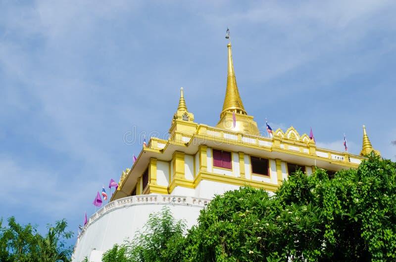 Bangkok Thailand: Guld- bergtempel arkivfoton