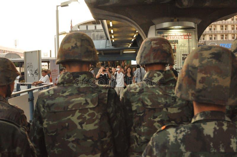 Bangkok/Thailand - 05 24 2014: Het leger en de Politie nemen Bleke controle van Pathum royalty-vrije stock afbeelding