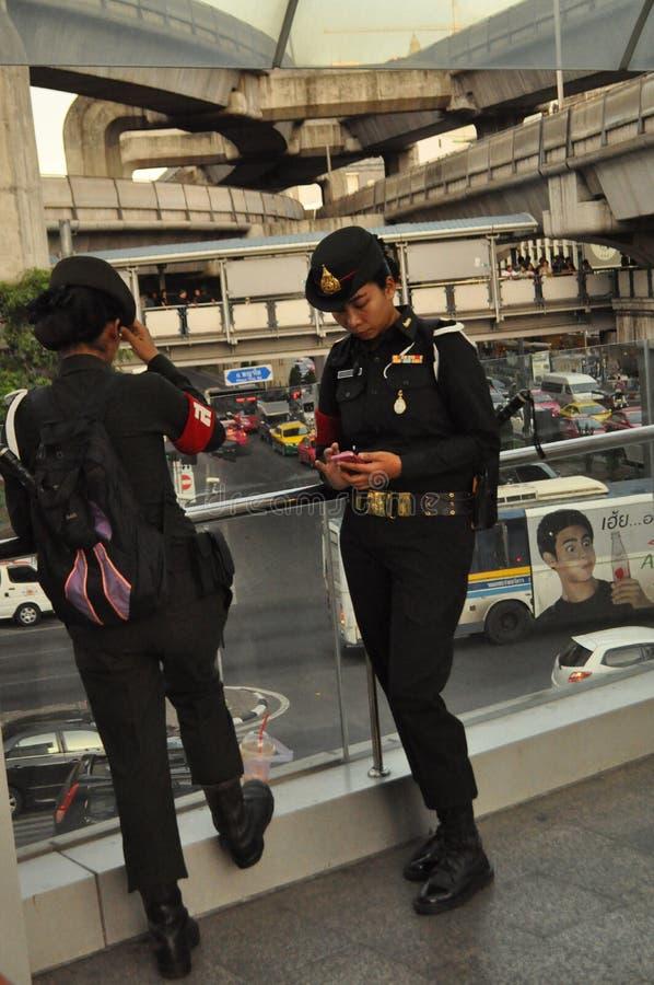 Bangkok/Thailand - 05 24 2014: Het leger en de Politie nemen Bleke controle van Pathum stock foto