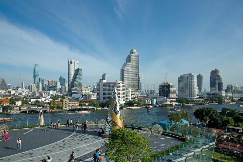 Bangkok, THAILAND - 1. Januar 2019: Ansicht vom Chao Phraya, von der Ikone Siam Shopping Center, von der Anziehungskraft und von  lizenzfreie stockfotografie