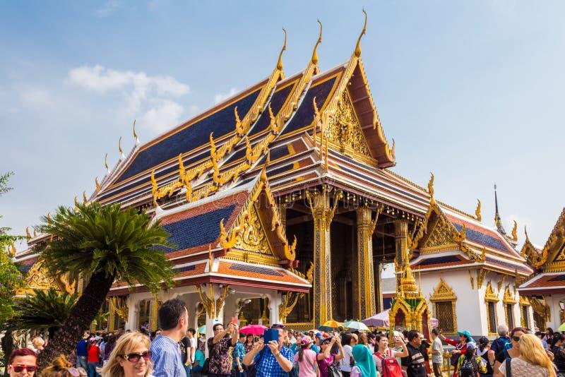 Bangkok, Thailand - 26. Januar 2018: Touristen, die Wat Phra Kaew (Wat Phra Sri Rattana Satsadaram) besuchen in Bangkok, Thailand stockfoto