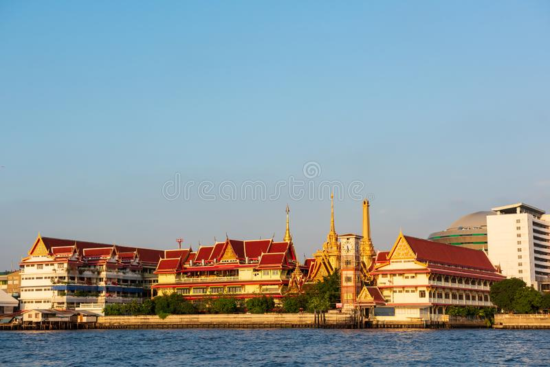 Bangkok, Thailand - 20 Januari, 2016: Tempel of Wat langs Chao Phraya River De tempels van Bangkok maken deel van het hart van he royalty-vrije stock fotografie