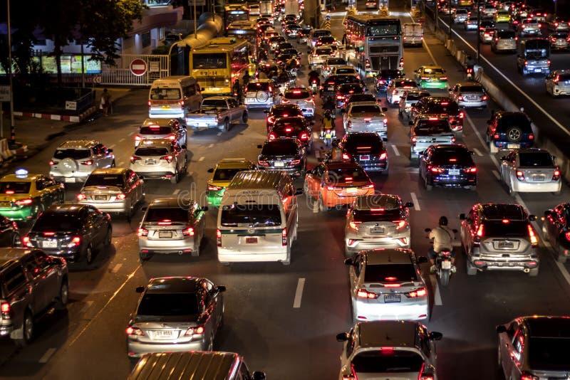Bangkok Thailand-Juli 30,2019: Trafik i de huvudsakliga gatorna av Bangkok sitts fast arkivfoton
