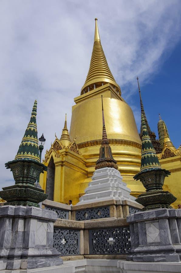Bangkok Thailand - 25 juli 2010: Wat Phra Kaeo fotografering för bildbyråer