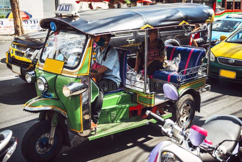 BANGKOK THAILAND - JUNI 18, 2015: Färgrikt exempel av ubiquen fotografering för bildbyråer