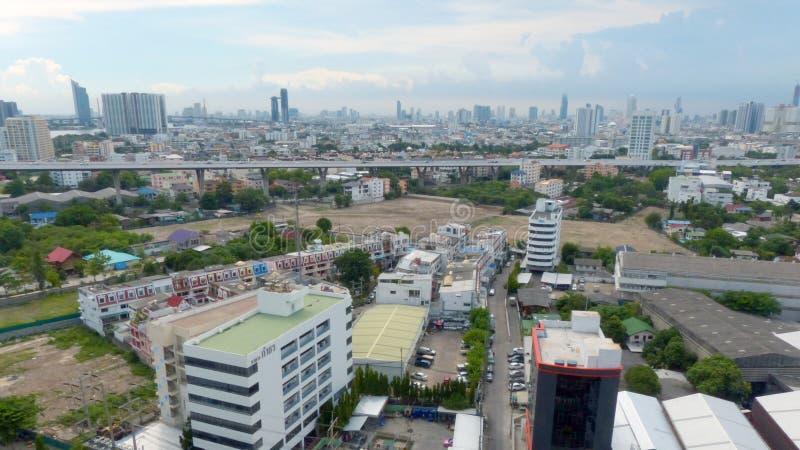 Bangkok Thailand - Juni 12, 2015: Flyg- sikt av Bangkok, Thailand Bangkok är den största staden i Thailand, ekonomisk mitt av royaltyfri foto