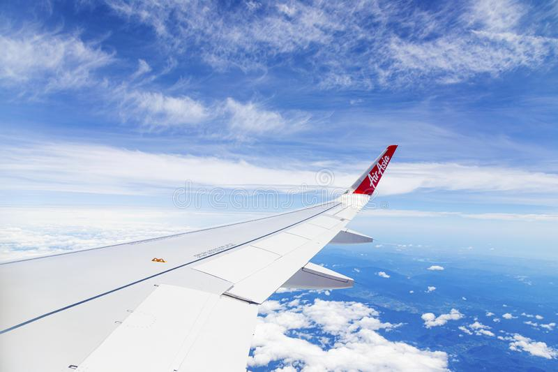 Bangkok Thailand - JUNI 26, 2019: Flygbuss 320 airasia, Thailand low costflygbolag Sikt fr?n det plana f?nstret f?rbi E arkivbild