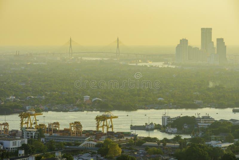 Bangkok Thailand - 21 Juni 2018, stadssikt som visar damm, luftförorening av Thailand på 2 5 mikroner eller mindre e.m. 2 5 högre arkivfoton