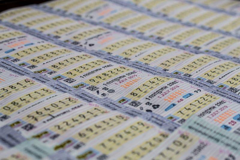 Bangkok Thailand Juni 25,2019: Thailändsk lotteri som säljer på gatan, thailändsk regeringlotteri arkivfoto