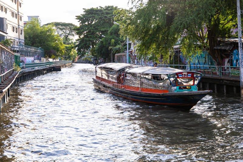BANGKOK, THAILAND - 14. Juni 2019: Wassertransport durch Schnellboot in Bangkok, Thailand stockbilder