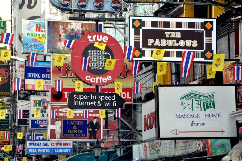 Bangkok, Thailand: Khao San Verkehrsschilder lizenzfreie stockfotografie