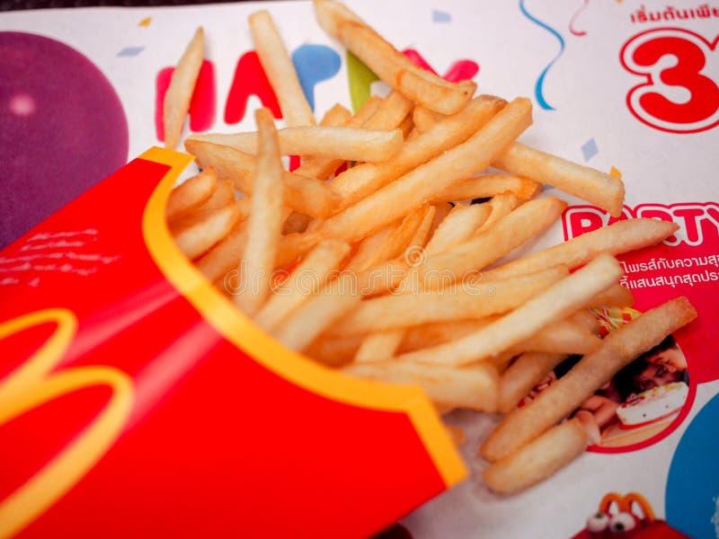 bangkok Thailand KWIECIEŃ 24 2017: McDonalds francuza dłoniaki zdjęcie stock