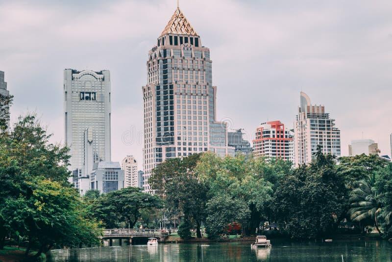 Bangkok Thailand, 12 13 18: Lumpini parkerar arkivfoto