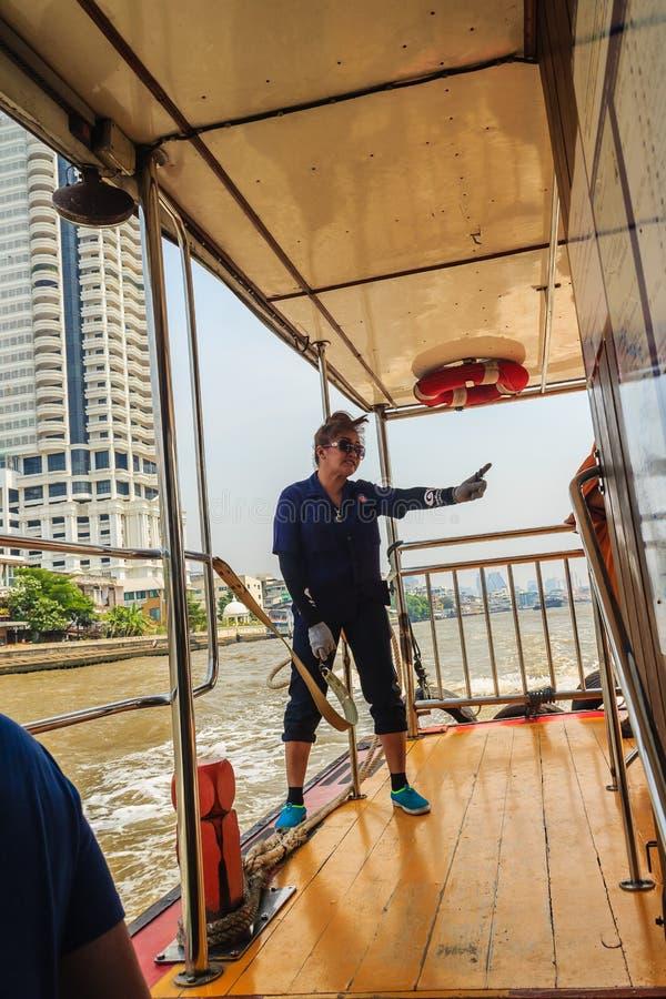 Bangkok, Thailand - Maart 2, 2017: Niet geïdentificeerde Thaise vrouw die w stock fotografie
