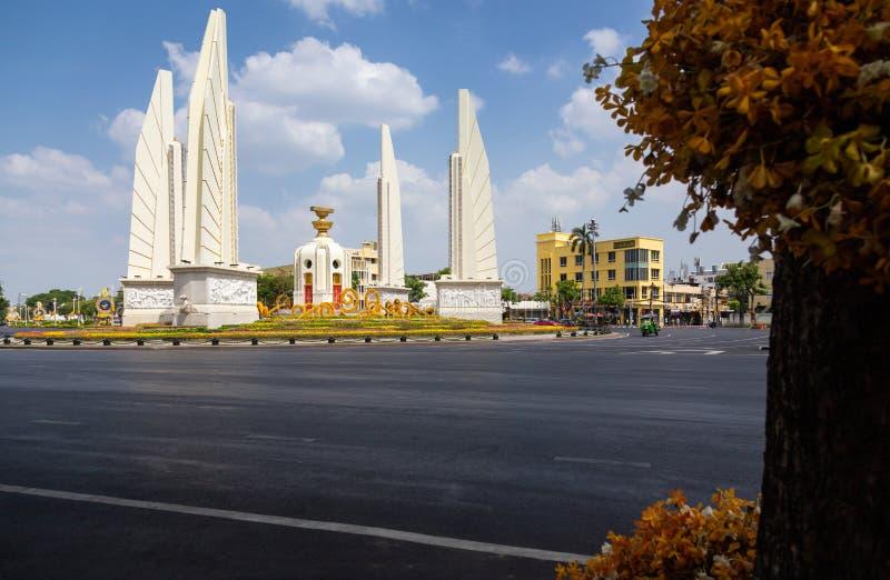 Bangkok Thailand-Maj 6,2019: Cityscape av demokratimonumentet ?r en offentlig monument i mitten av Bangkok, en av gr?nsm?rket arkivfoto
