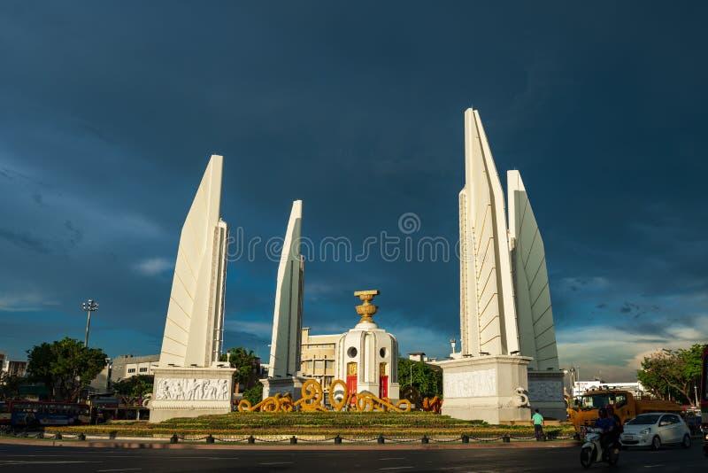 Bangkok Thailand - Maj 3, 2019: Demokratimonumentet Anusawari Prachathipatai Det startades i 1939 för att fira minnet av arkivfoto