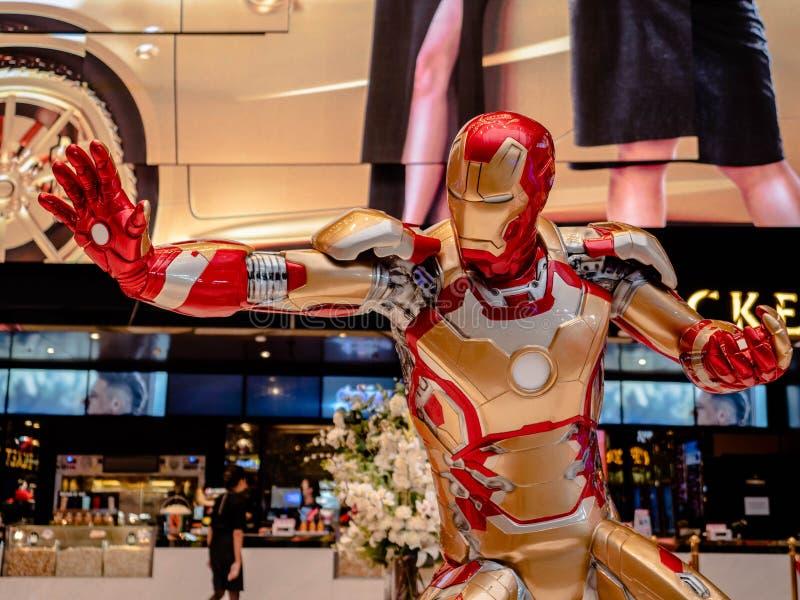 Bangkok Thailand - Maj 7, 2019: Den Iron Man modellshowen i bås för hämnareEndgameutställning på iconsiam, Iron Man är ett uppdik arkivbilder