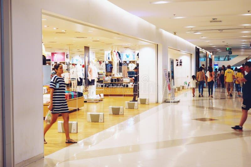 Bangkok Thailand-Maj 12,2109: mode Shopfront på shoppinggallerian arkivbild