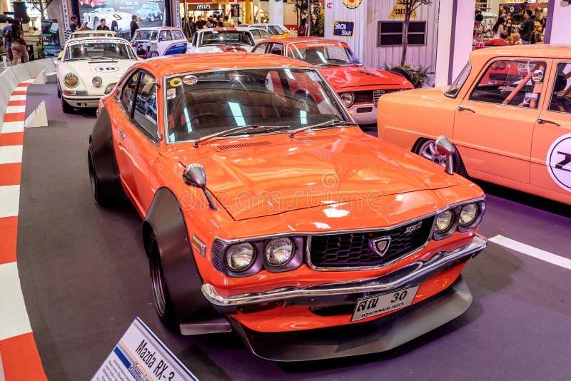 BANGKOK THAILAND, - MARS 11 2018: En tappningbil Mazda RX-3: 1971-1977 visades i en klassisk motorisk show på den Seacon fyrkante royaltyfria foton