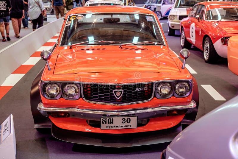 BANGKOK THAILAND, - MARS 11 2018: En tappningbil Mazda RX-3: 1971-1977 visades i en klassisk motorisk show på den Seacon fyrkante royaltyfria bilder