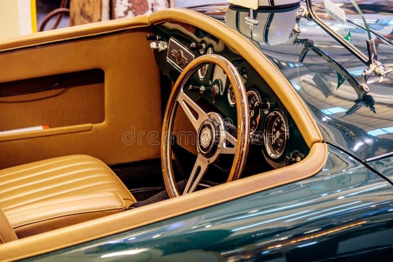 BANGKOK THAILAND, - MARS 11 2018: En tappningbil MG MGA 1500: 1959 visades i en klassisk motorisk show på Seacon fyrkantshopping royaltyfria foton