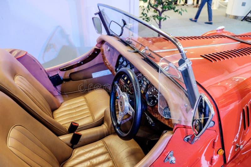 BANGKOK THAILAND, - MARS 11 2018: En tappningbil Morgan +8 eller plus8: 1968 visades i en klassisk motorisk show på Seacon fyrkan royaltyfria bilder