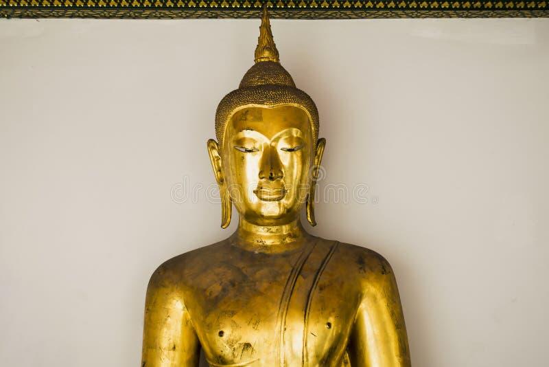 Bangkok Thailand Mars 29, 2016 guld- buddha bakgrundsbuddha white arkivbild