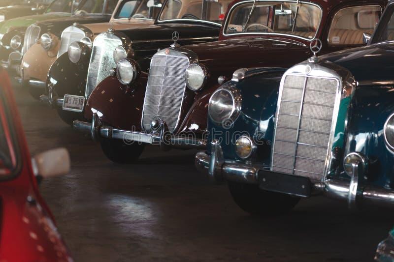 BANGKOK THAILAND - MARS 1, 2017: retro mercedes för tappning som bilar parkerar i Jesada bilmuseum royaltyfri bild