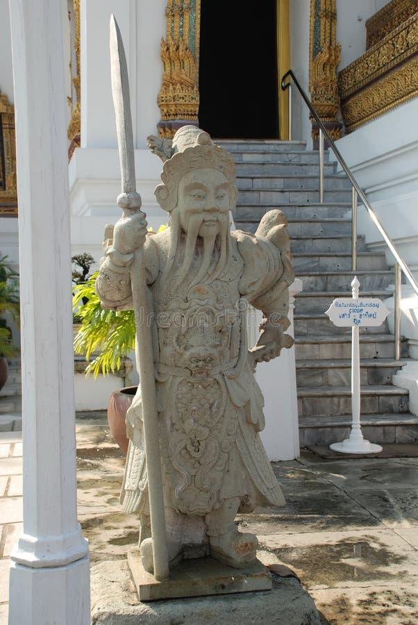 Bangkok, Thailand - 12 25 2012: Mooie multi-colored beeldhouwwerken en monumenten in een Boeddhistische tempel royalty-vrije stock fotografie