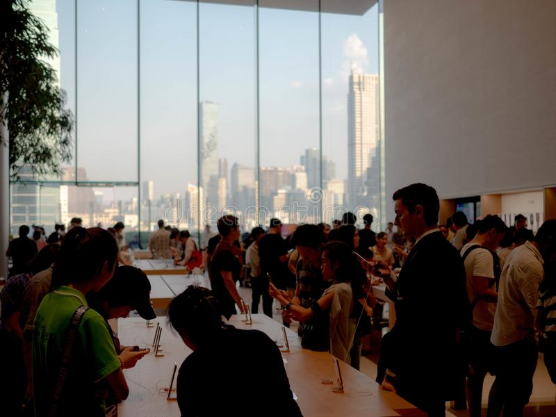 Bangkok, Thailand - 12. November 2018: Apple-Speicherneuer?ffnungsgesch?ft am iconsiam in Bangkok, Thailand lizenzfreie stockfotos