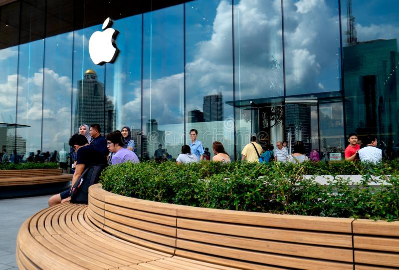 Bangkok Thailand, 11 November 2018 : Apple Store at IconSiam department store, high-end shopping malls a new global landmark on Ch stock photos