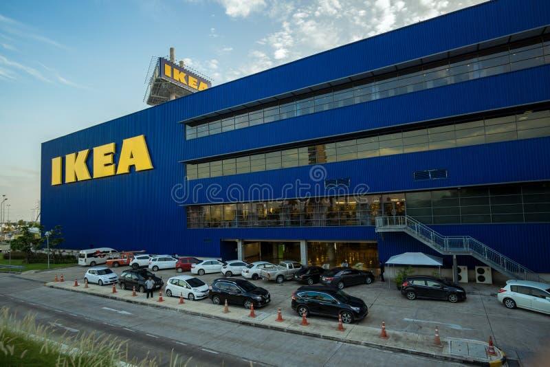 Bangkok, Thailand - 28 November 2015: Het Landschap van de Eerste Ikea-Opslag van Thailand bij Megabangna-Winkelcomplex stock afbeelding