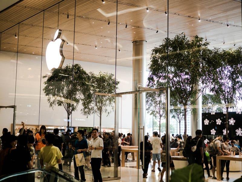 Bangkok, Thailand - 12. November 2018: Loyaler Kunde Apples besuchen neue Apple Store am iconsiam in Bangkok, Thailand stockfoto