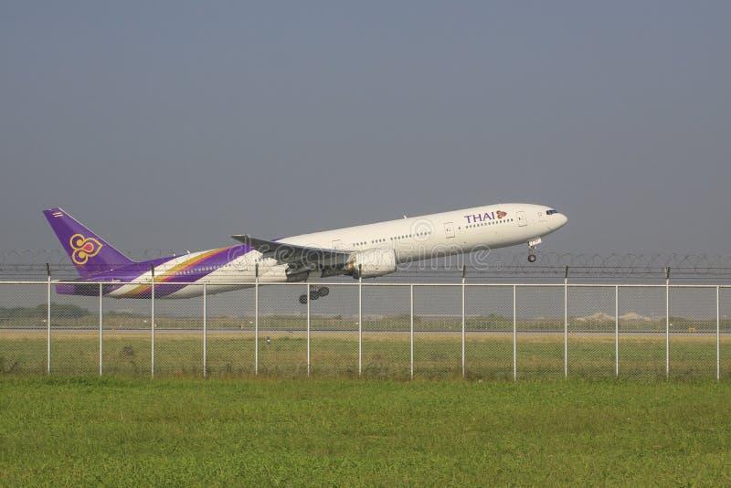 BANGKOK THAILAND - NOVEMBER 22 : thai airway plane taking off f. Rom suvarnbhumi airport runway on november 22 , 2014 in bangkok thailand stock image