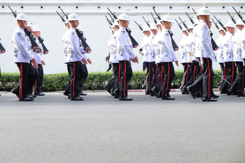 BANGKOK, THAILAND - OCT 24, 2016: De Thaise koninklijke militairen waren Marc royalty-vrije stock afbeelding