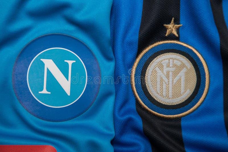BANGKOK, THAILAND - 18. OKTOBER: Das Logo von Napoli und von Inter- Mila stockfotos