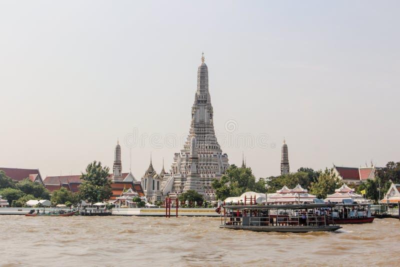 Bangkok Thailand - Oktober 2017: Wat Arun tempel av gryning, Bangkok, Thailand royaltyfri foto