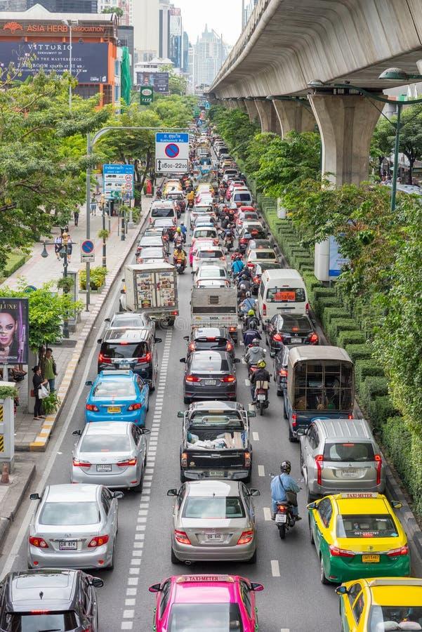 Bangkok, Thailand: Opstopping op Sukhumvit-Road Verticale foto stock foto